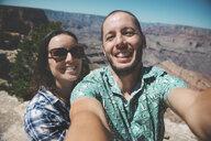 USA, Arizona, Grand Canyon National Park, happy couple taking a selfie - GEMF01946