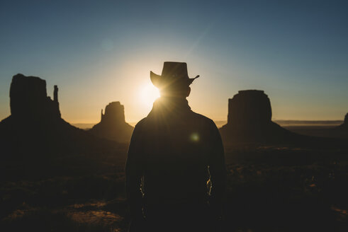 USA, Utah, Man with cowboy hat enjoying sunrise in Monument Valley - GEMF01952
