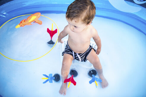 Baby boy sitting in paddling pool - CUF02469