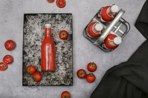 Ice-cooled homemade tomato juice in swing top bottle - RTBF01262