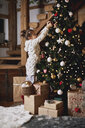 Young girl decorating Christmas tree - CUF03133