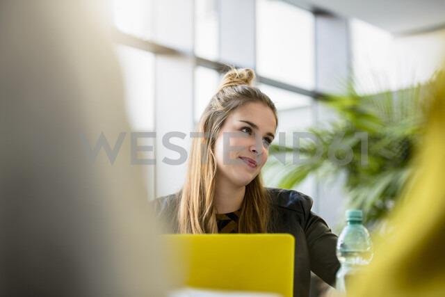 Female designer in meeting at design studio desk, over shoulder view - CUF03274 - suedhang/Westend61