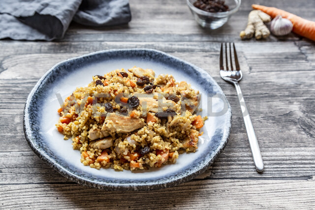 Bulgur with chicken meat, carrot, ginger and raisins - SARF03724