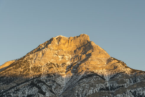 Canada, Alberta, Banff National Park, mountaintop in sunlight - TOVF00107