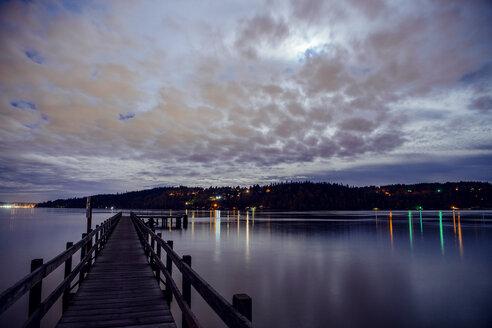 Harbour at dusk, Bainbridge, Washington, USA - ISF01002