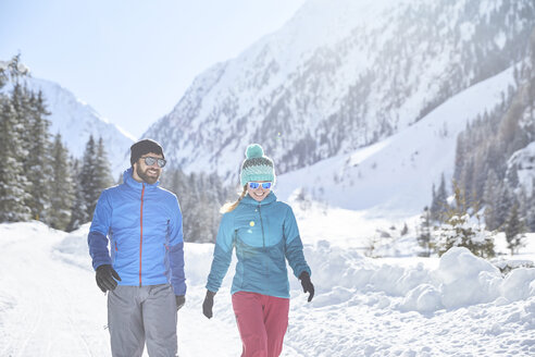 Couple walking in snow-covered landscape - CVF00476