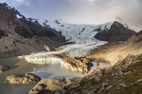 Male hiker looking out over Torre glacier and laguna in Los Glaciares National Park, Patagonia, Argentina - CUF05895