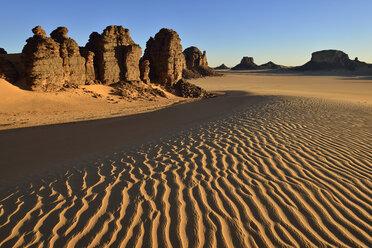 Africa, Algeria, Sahara, Tassili N'Ajjer National Park, Tadrart, Rock towers and sand dunes in Tiou Tatarene - ESF01666
