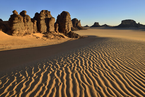 Africa, Algeria, Sahara, Tassili N'Ajjer National Park, Tadrart, Rock towers and sand dunes in Tiou Tatarene - ESF01666