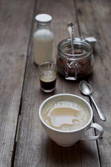 Vegan white coffee, espresso with warm spelt milk - CZF00326