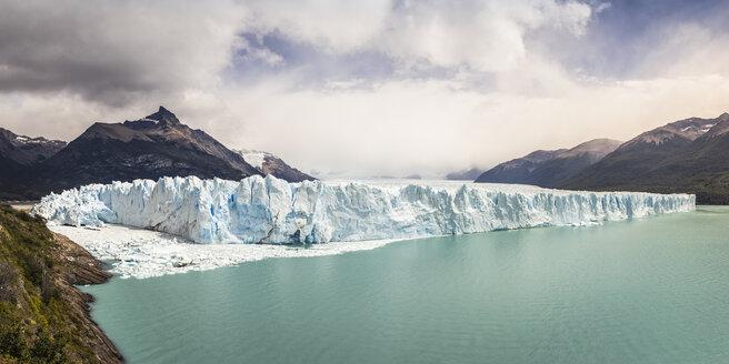 Panoramic view of Lake Argentino, Perito Moreno Glacier and mountains in Los Glaciares National Park, Patagonia, Chile - CUF08012