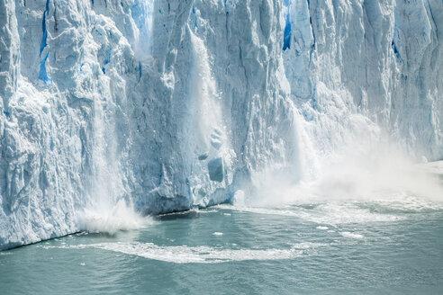 Ice from Perito Moreno Glacier falling into Lake Argentino, Los Glaciares National Park, Patagonia, Chile - CUF08021