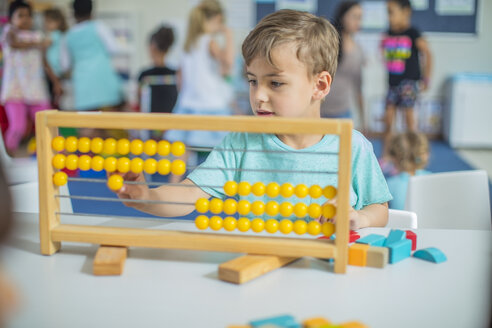 Boy in kindergarten using abacus - ZEF15447