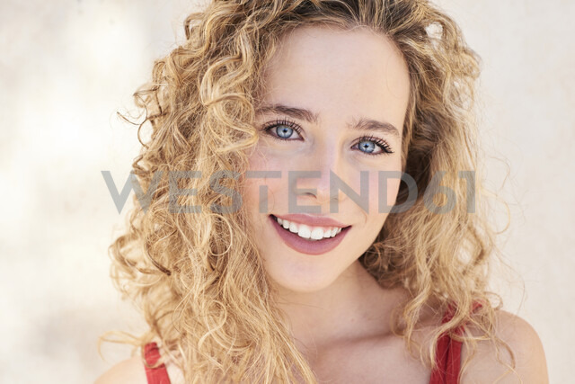Portrait of smiling blonde woman - IGGF00494