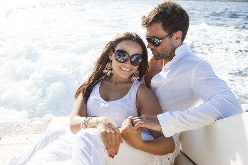 Couple relaxing on yacht, on water - CUF09837