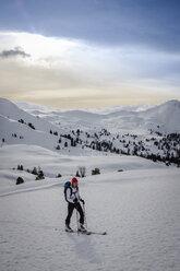 Austria, Salzburg State, Grossarl, Filzmooshoerndl, female ski tourer - HAMF00295