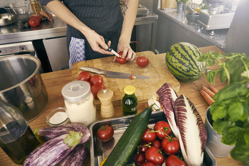 Cropped view of chef chopping tomatoes - CUF10766
