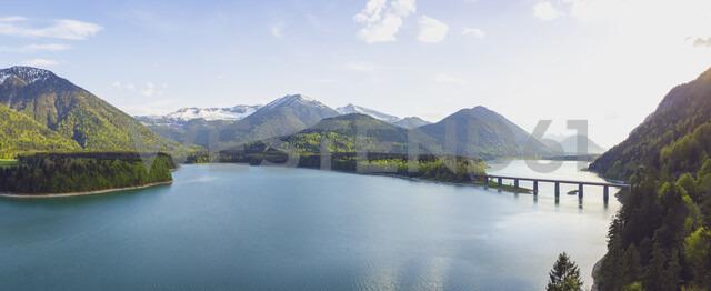 Germany, Bavaria, Sylvenstein Dam, View to Karwendel mountains in Austria - MMAF00351