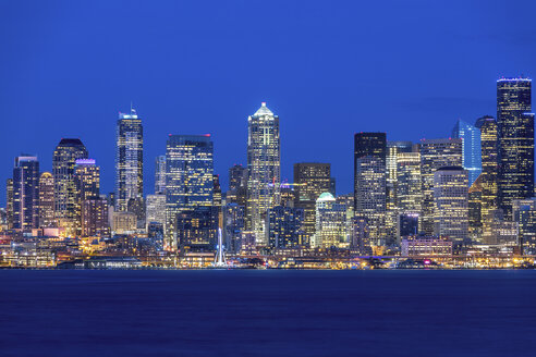 USA, Washington State, Seattle, Skyline at blue hour - MMAF00360