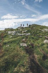 Norway, Lofoten, Young men hiking in Moskenesoy - GUSF00803