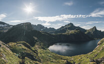 Norway, Lofoten, Moskenesoy, Man hiking at Tennesvatnet - GUSF00809