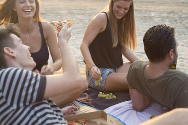 Group of friends drinking, enjoying beach party - ISF02281