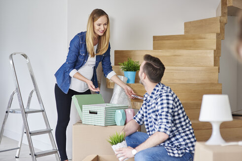 Couple moving house packing their belongings - ABIF00433