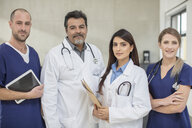 Portrait of male and female doctors - ISF02806