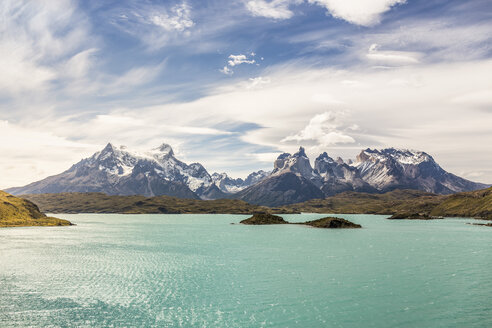 Mountain landscape with Grey Lake, Paine Grande and Cuernos del Paine, Torres del Paine national park, Chile - ISF03458