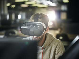 Man working with VR glasses and laptop - CVF00610
