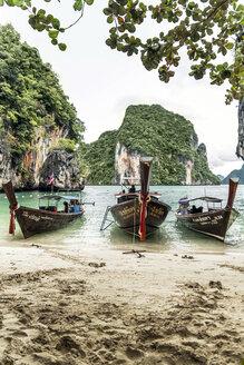 Thailand, Koh Yao Noi, three typical wooden boats moored at seaside - CHPF00468