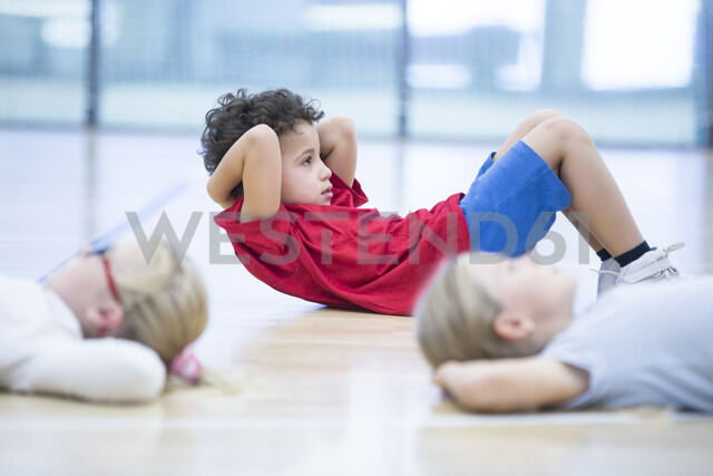 Pupils exercising in gym class - WESTF24126