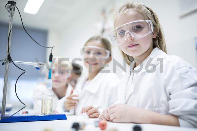 Pupils in science class experimenting - WESTF24237