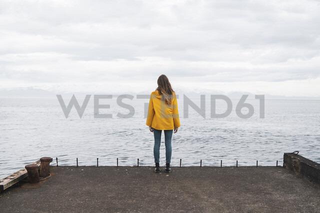 Iceland, woman standing at the sea - KKAF01063 - Kike Arnaiz/Westend61