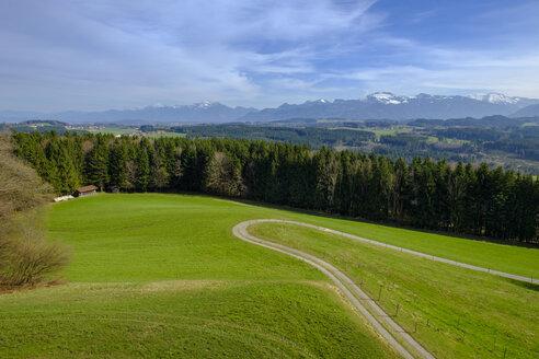 Germany, Bavaria, Upper Bavaria, Chiemgau, View to Chiemgau Alps with Kampenwand - LBF01932