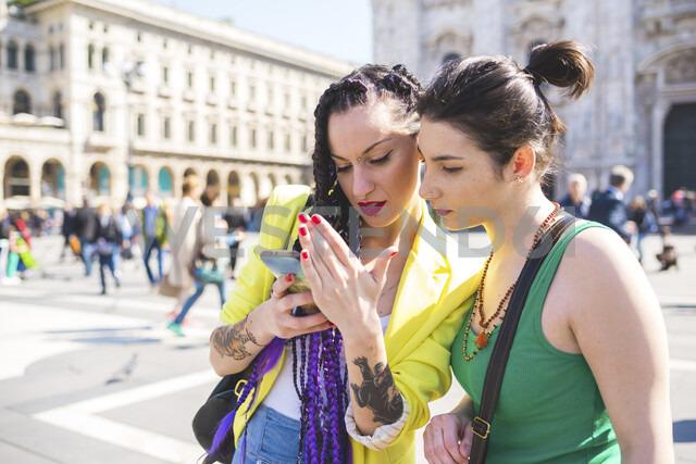 Women outside Il Duomo, Milan, Italy - ISF05886