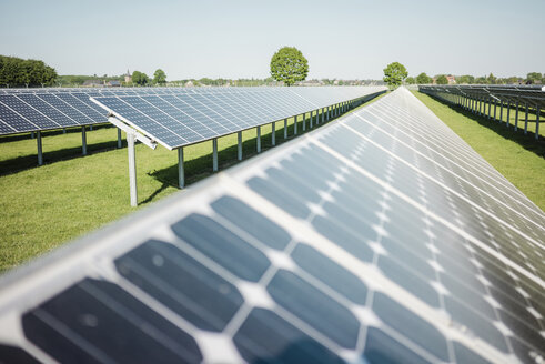 Germany, Kevelaer, solar plant - MOEF01114