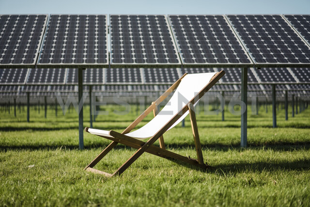 Germany, Kevelaer, solar plant and beach lounger - MOEF01123