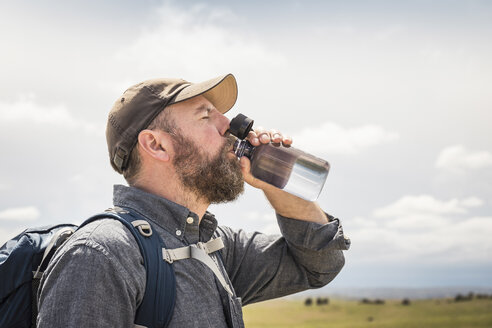 Male hiker drinking from water bottle, Cody, Wyoming, USA - CUF15067