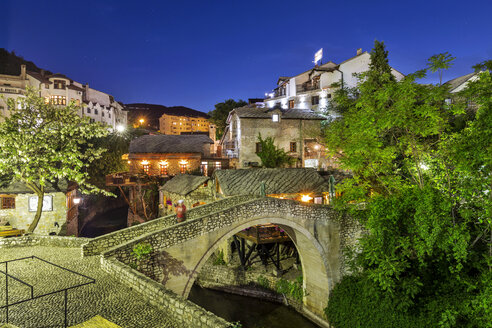 Bosnia-Herzegovina, Mostar, old town, bridge at blue hour - FPF00157