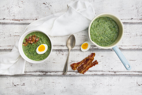 Spinach soup with egg and bacon - LVF06997