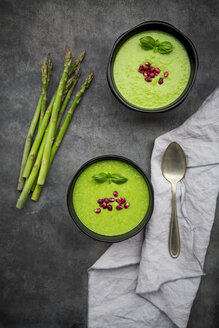 Green asparagus soup with pomegranate seeds and basil - LVF07003