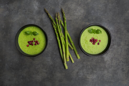Green asparagus soup with pomegranate seeds and basil - LVF07006