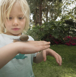 Blonde boy holding snail - ISF06722