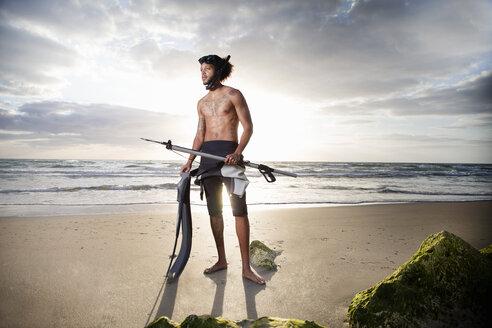 Diver with speargun, Palm Beach, Florida, USA - ISF06918