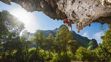Young man rock climbing, close to Thakhek, Khammouane, Laos - CUF18643