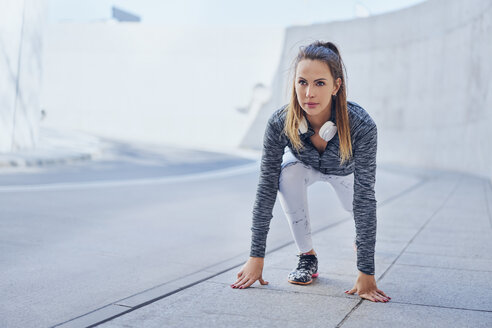 Woman stretching leg after jogging - BSZF00455