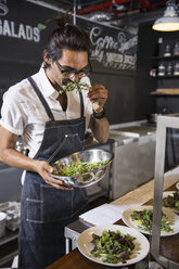 Restaurateur smelling salad leaf - CUF20025