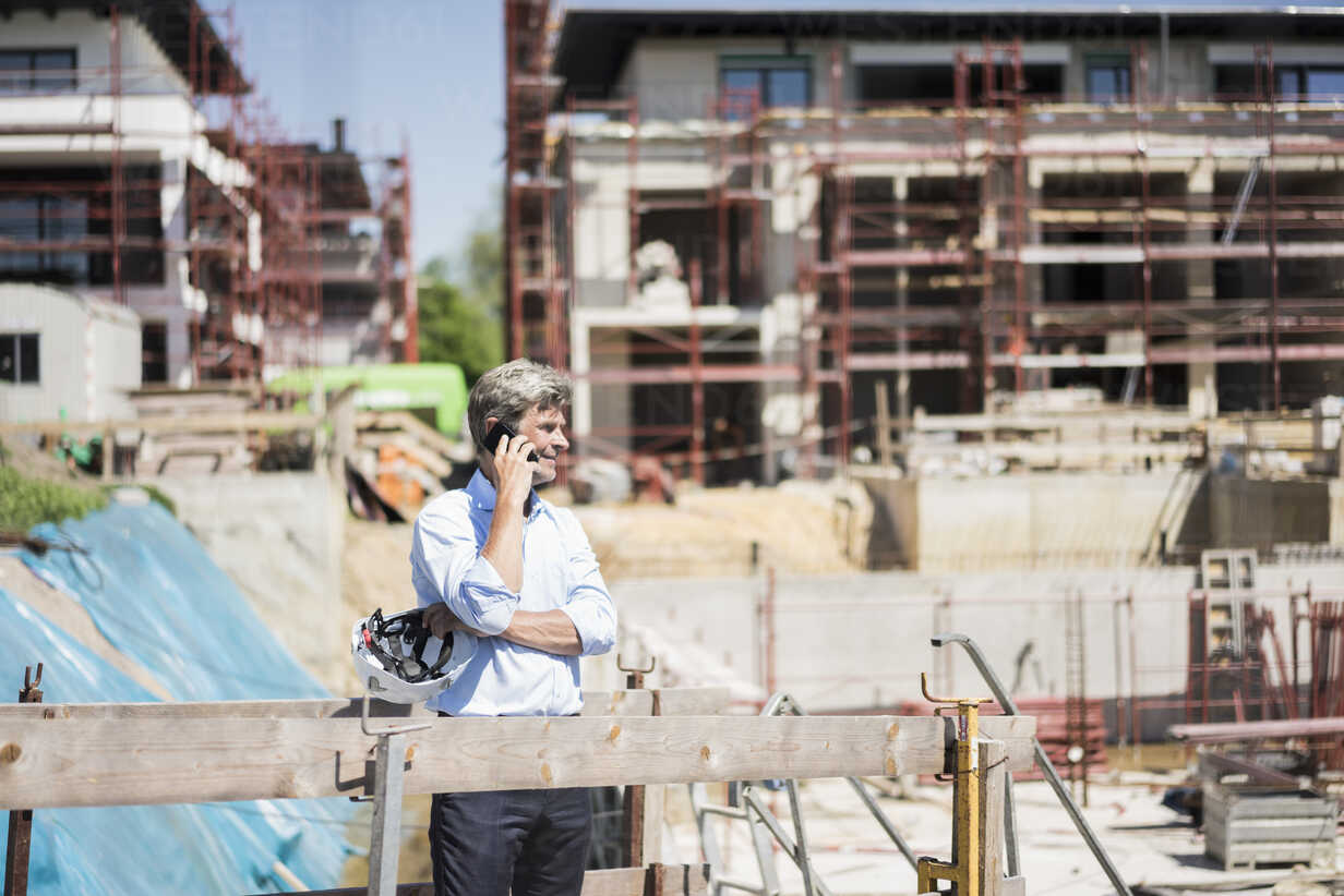Man on cell phone on construction site - MOEF01304 - Robijn Page/Westend61