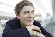 Portrait of blond businesswoman - PNEF00691